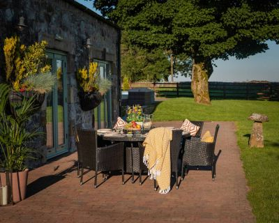 Cambridge 8 Rattan Garden Chairs and Large Round Table Set in Black and Vanilla