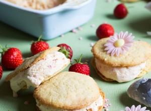 Ice cream cookie recipe – white chocolate and strawberry