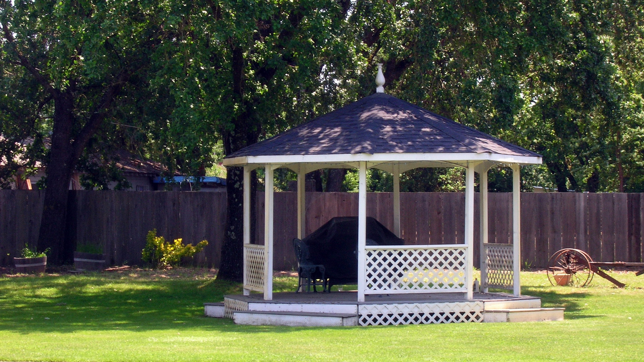 Gazebo and conservatory: blurring inside and outside