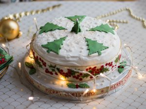 How to decorate Christmas cake
