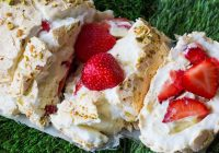 strawberry-meringue-roulade