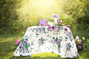 Themes, colours and ideas for a garden party